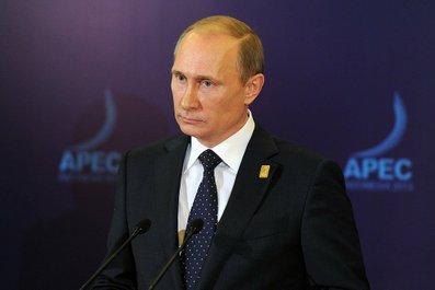 Путин видит политическую составляющую в падении цен на нефть