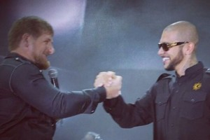 Собчак высмеяла Тимати за получение титула Заслуженного артиста Чечни за счет ноздрей Билана