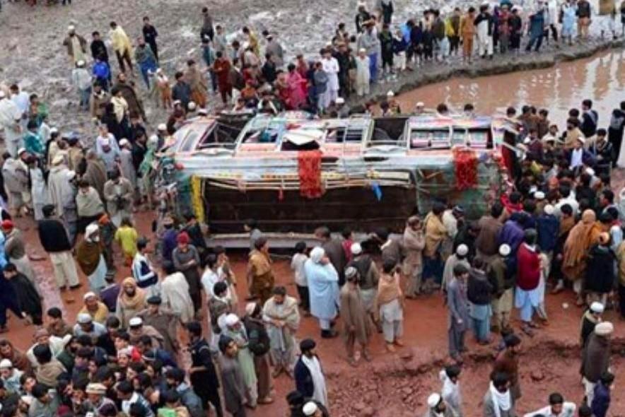 В ДТП в Пакистане погибли 56 человек и 25 ранены