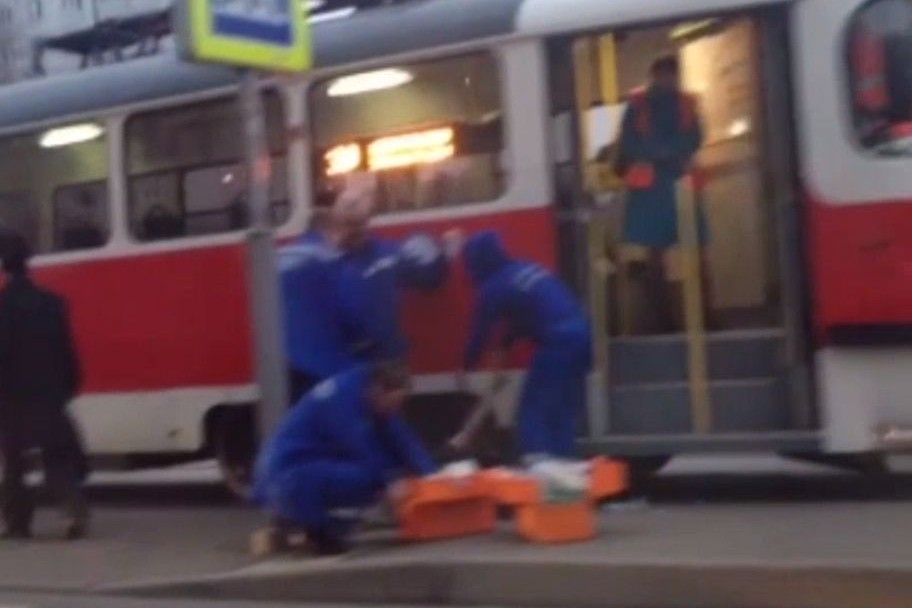 В Москве 15-летней девочке трамвай отрезал ноги