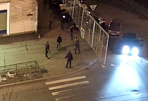 Массовая драка возле СИЗО Петрозаводска попала в объектив камеры