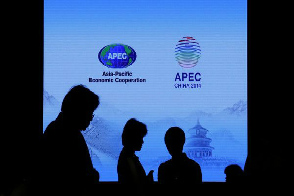 В пресс-центре саммита АТЭС прозвучали хлопки, зал задымлен