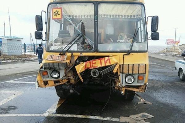 1 человек погиб, 6 пострадали в ДТП с детским автобусом