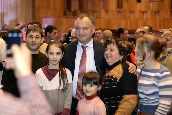 Игорь Додон: ФМС рассмотрит возможность не ограничивать въезд в РФ гражданам Молдавии