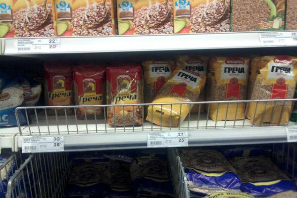Гипермаркеты ограничивают продажу гречки – до 5 пачек в одни руки