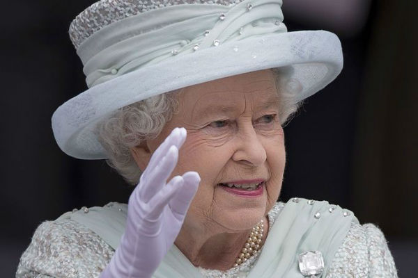 Исламисты собирались напасть на королеву Елизавету с ножом