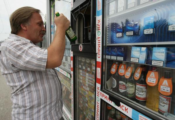 Московские власти могут вернуть пиво и сигареты в ларьки