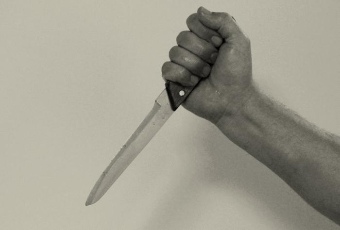 Мужчина пытался зарезать «сына цыганского барона»