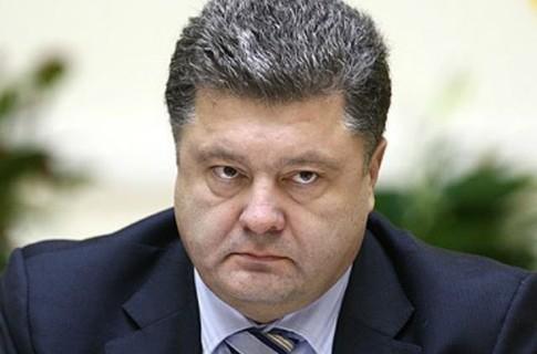 Порошенко приказал остановить работу госучреждений в зоне силовой операции