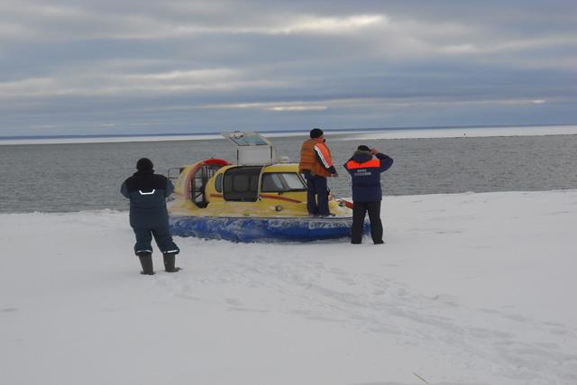 Рыбаков унесло на льдине площадью 20 кв. км