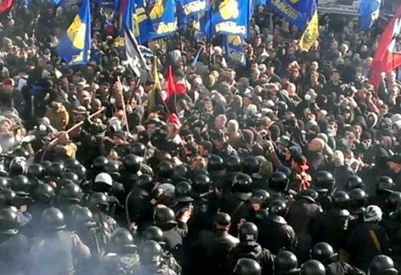 Активисты попытались взять Раду штурмом