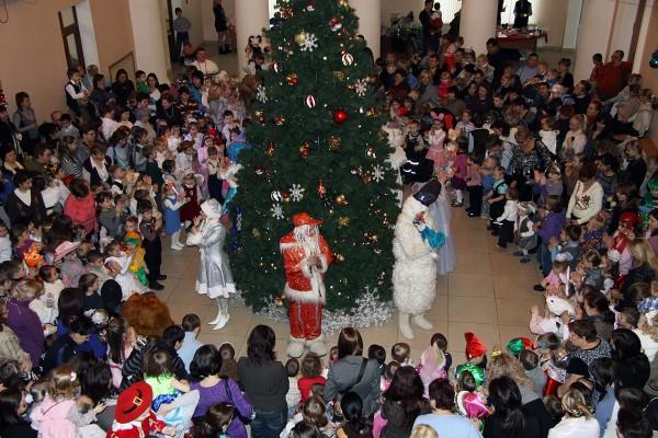 В Петрозаводске ищут женщину, избившую мать 3-летней девочки во время новогодней елки