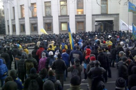 Перед зданием Рады собрались сразу два майдана