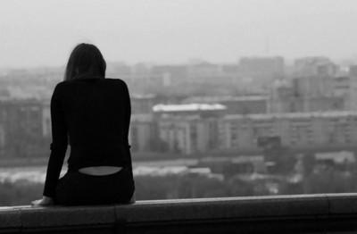В Смоленске 12-летняя девочка сорвалась с крыши многоэтажного дома
