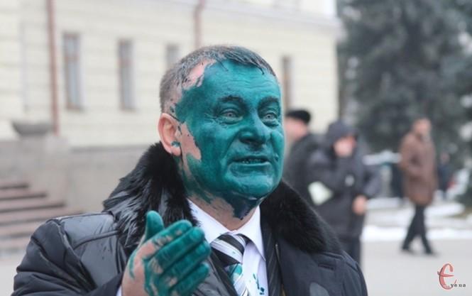 Украинского депутата облили зеленкой