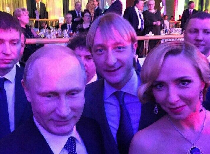 Владимир Путин сделал селфи с Плющенко и Навкой