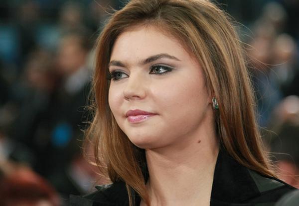Алину Кабаеву заметили в кафе в сопровождении охраны