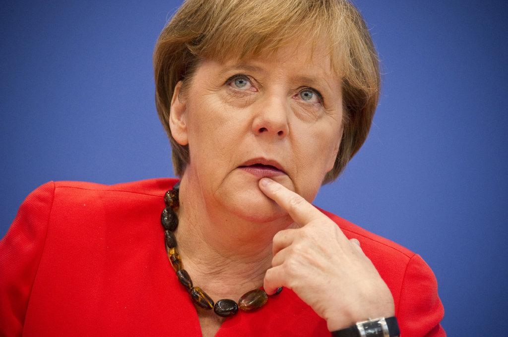 Россияне ответят Меркель на отказ приехать 9 мая в Москву