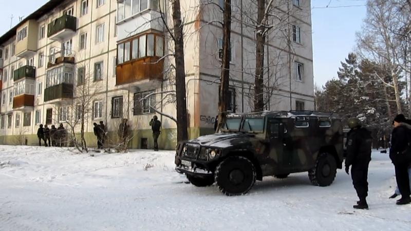 В Сибири вооруженный мужчина ворвался в квартиру бывшей возлюбленной и угрожал застрелиться