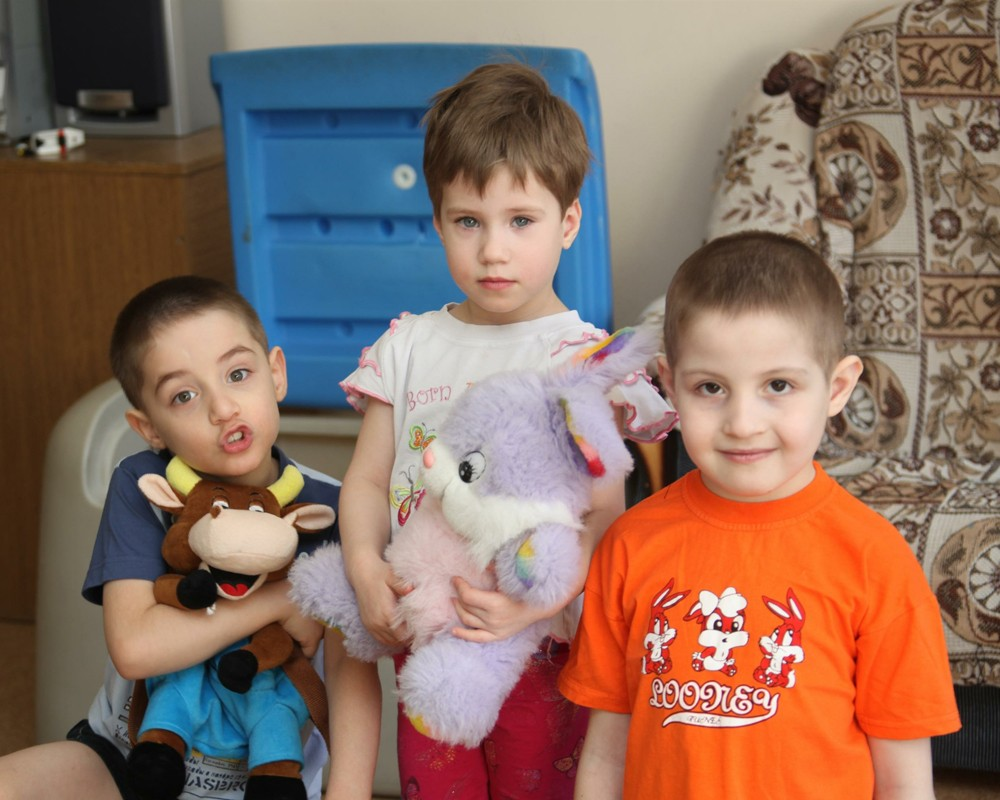 Гражданам Финляндии запретили усыновлять детей из России