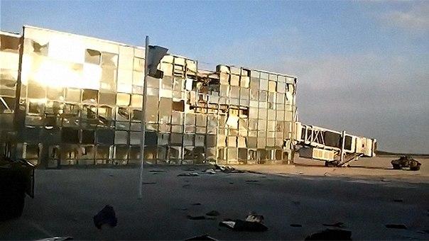 Украинское командование потеряло связь с Донецким аэропортом