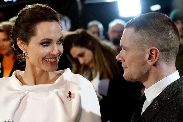 У Анжелины Джоли роман с Джеком О'Коннелом?
