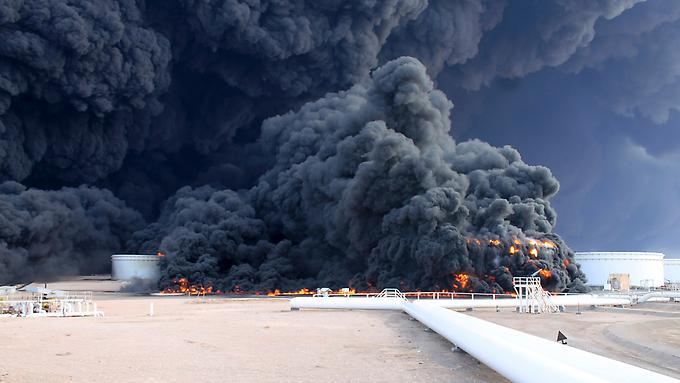 Цены на нефть выросли из-за пожара в Ливии