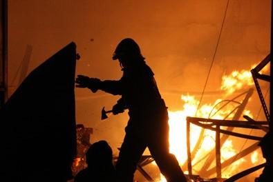 На юго-востоке Москвы горит автосервис