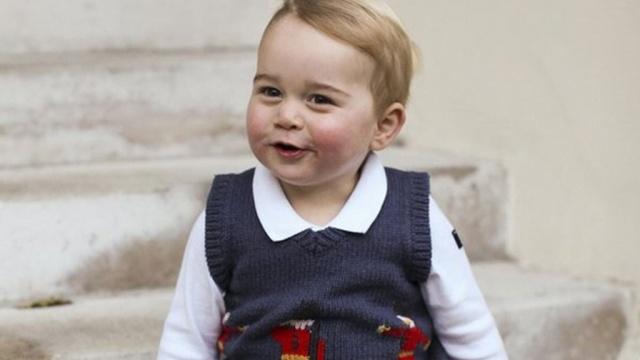 Принц Уильям и Кейт показали новые фото малыша