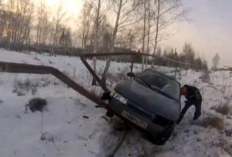 Под Челябинском водитель снес трубу газопровода и погиб: видео