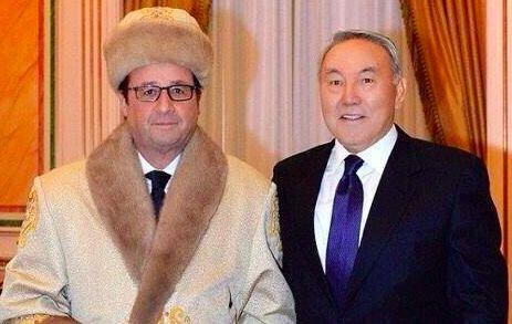 Скандал с фото Франсуа Олланда в казахской одежде набирает обороты