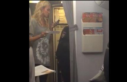 Опубликовано видео, как Лопыреву выгоняют из самолета