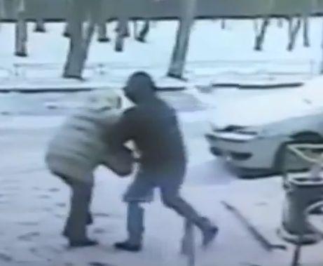 Парень 20 раз ударил москвичку ножом из-за тысячи рублей