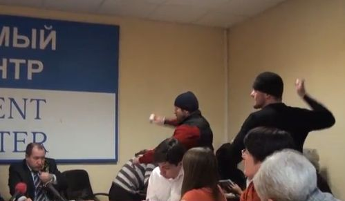 Правозащитников забросали яйцами сторонники Кадырова