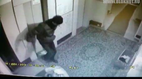 Грабитель жестоко избил старушку в Петербурге