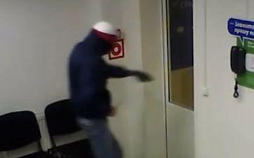 В Казани парень пришел за кредитом с ножом