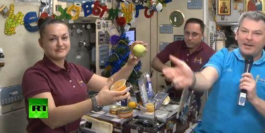 Космонавты МКС на Новый год полакомятся черной икрой