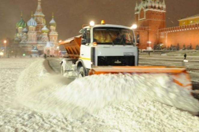 Более 10 тысяч снегоуборочных машин вышли на улицы Москвы