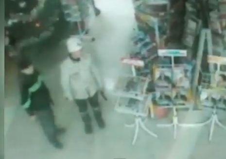 Двое подростков с игрушечным оружием пытались ограбить магазин