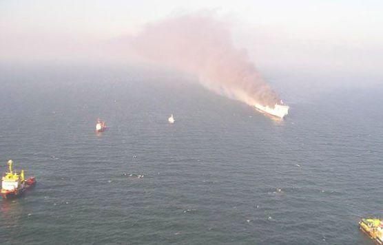 Паром с 467-ю пассажирами горит у берегов Греции