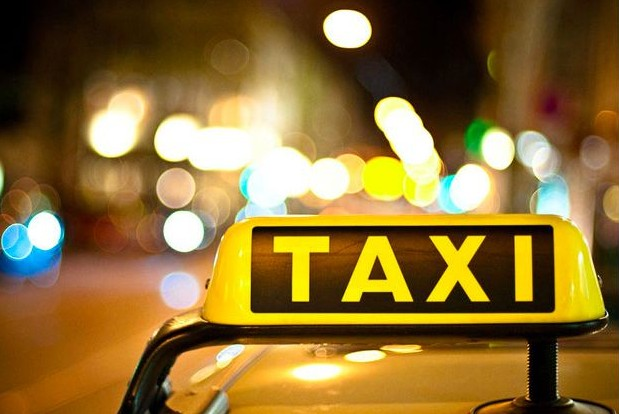 Москвичи бронируют новогоднее такси за сутки до праздника
