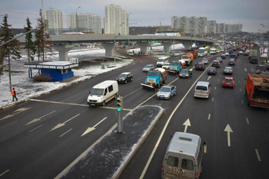 В Москве ищут водителя, повредившего теплотрассу на Варшавском шоссе