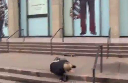 Джастин Бибер упал с лестницы