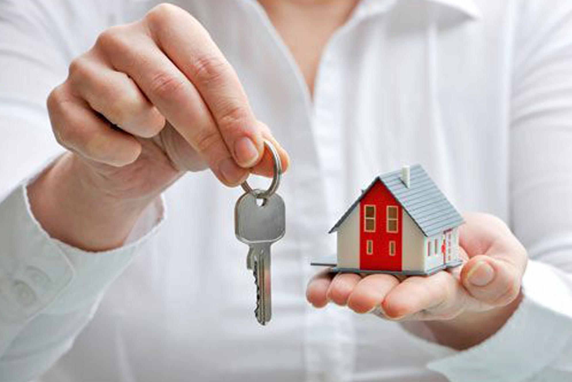 Спрос на аренду жилья в Москве упал вдвое