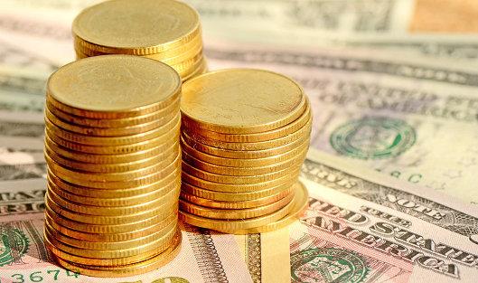 Доллар упал на 1,4 рубля, евро поднялся на 4 рубля