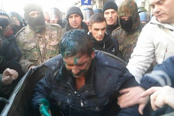 В Харькове - хаос: очередного депутата отправили в мусорный бак