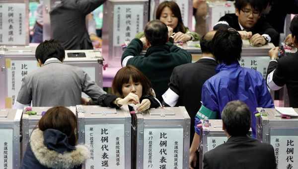 В Японии на выборах победила правящая партия