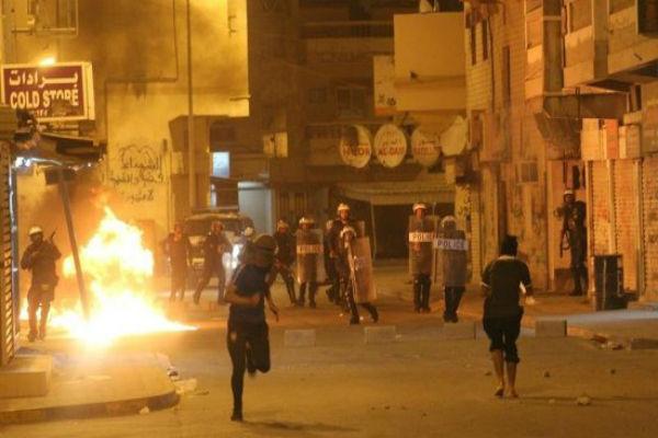 В Бахрейне оппозиция забросала коктейлями Молотова пост полиции
