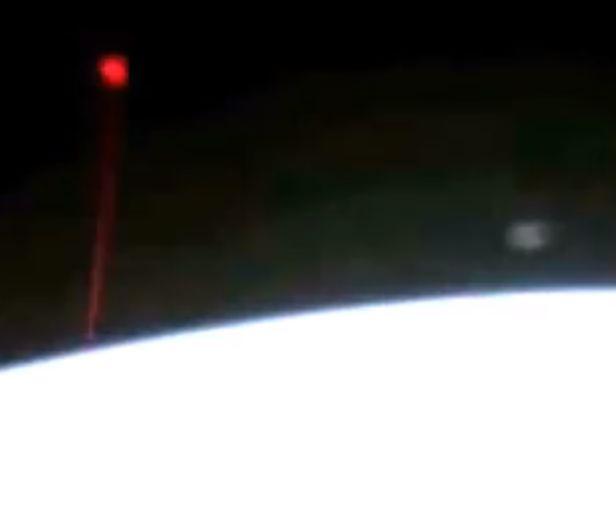 На МКС зафиксировали красное НЛО