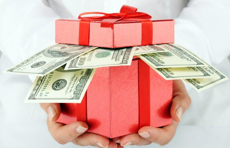 Большинство россиян хотят на Новый год получить денежный подарок